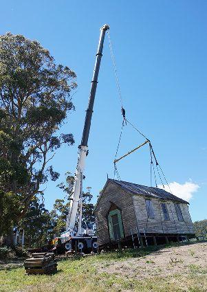 Grove GMK5150L перемещает историческую церковь в Австралии